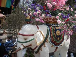 花祭りの象の御輿